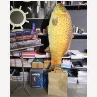 Erscheinender Riesenfisch